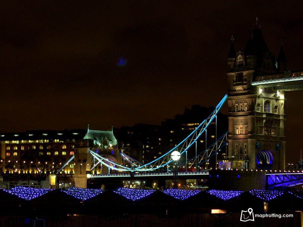 Christmas huts _London Bridge City Christmas Market_London