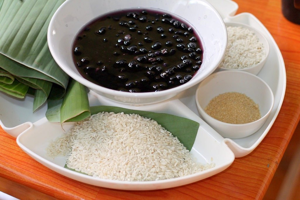 Ann's cooking class - Khao Tom Mad - sweet sticky rice with black beans