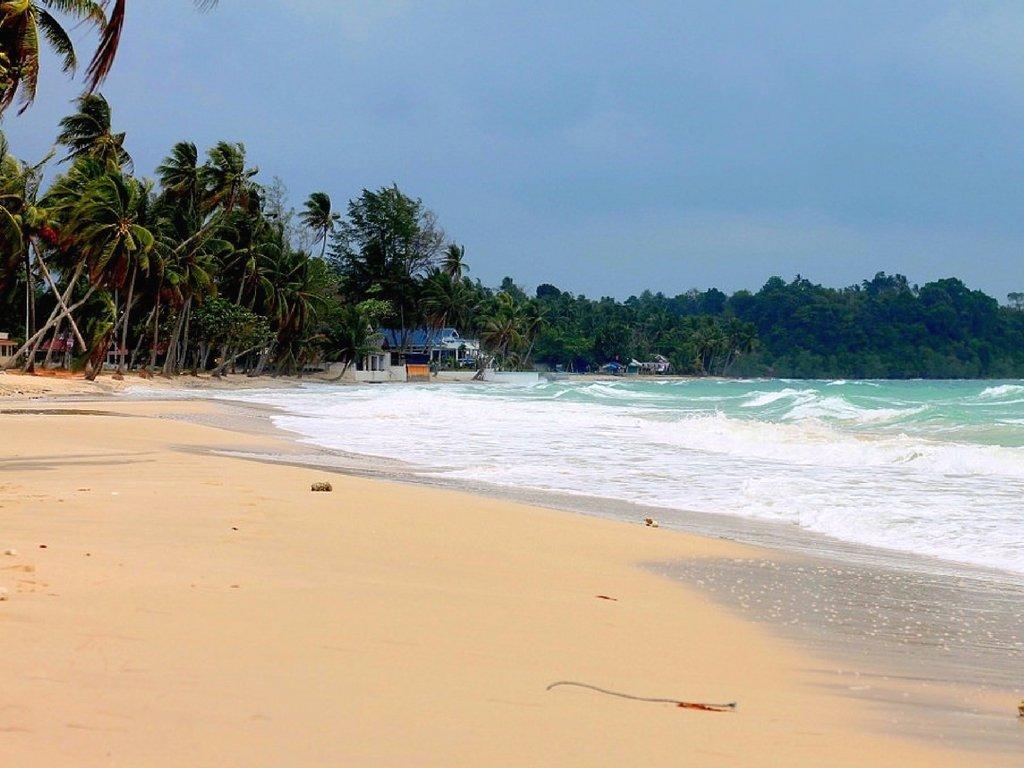 thung-wua-laen-beach-chumphon-thailand