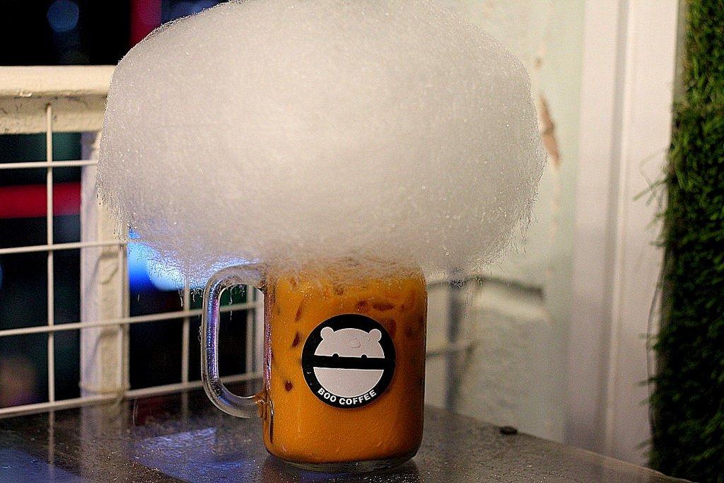 Boo Cafe in Saigon - candy floss tea