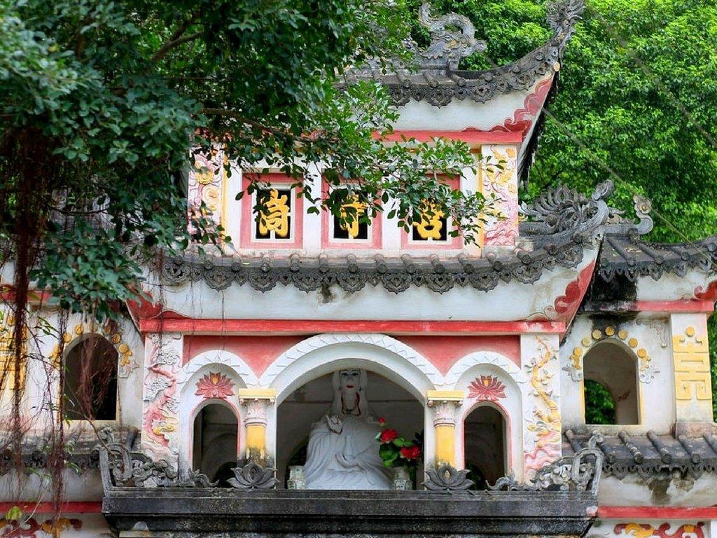 tam-coc-village-vietnam