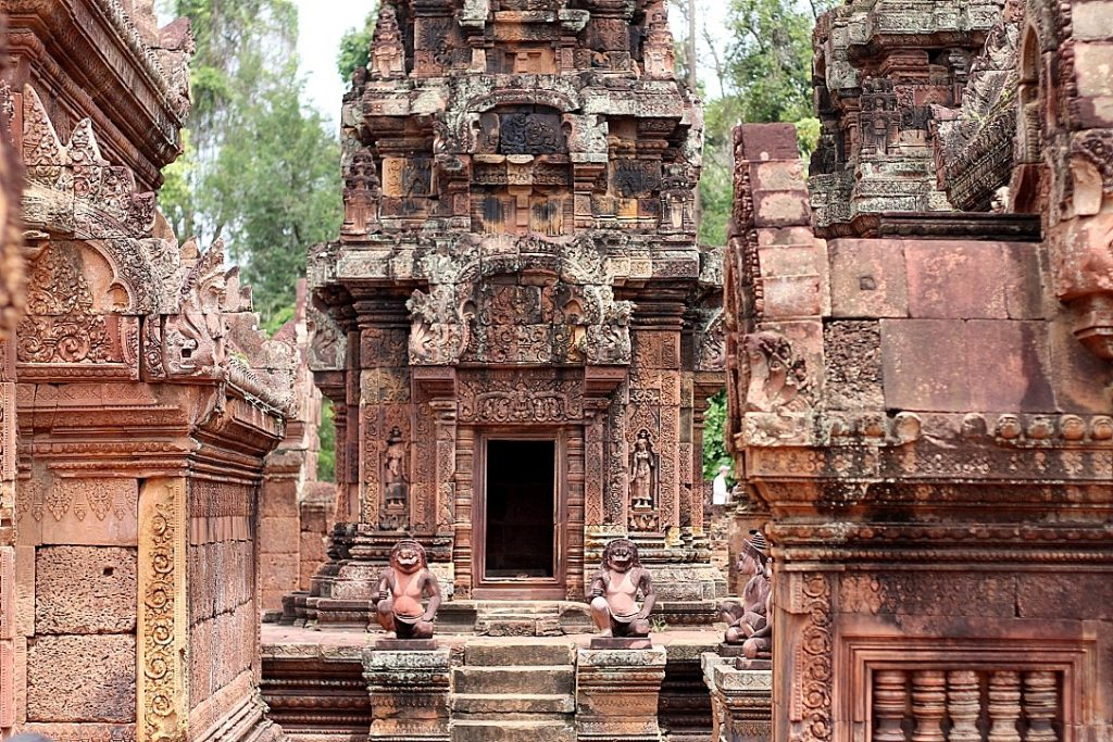 Banteay Srei (citadel of the women) temple angkor