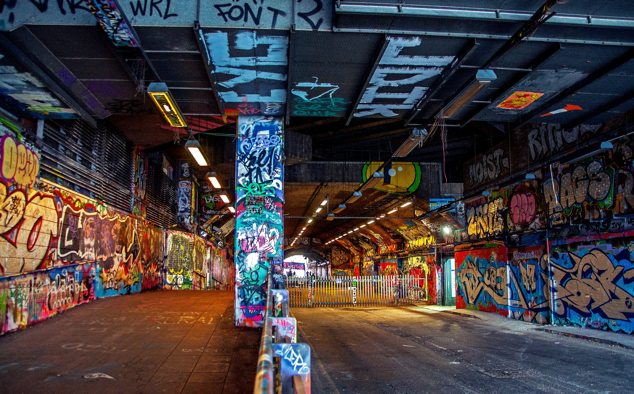 leake street graffiti tunnel london